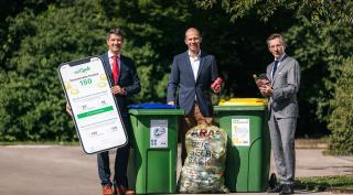 Im Bild v.l.n.r.: Ralf Mittermayr (CEO Saubermacher AG), Herbert Bauer (General Manager Coca-Cola HBC Österreich), Christoph Scharff (Vorstand ARA AG) © Mario Pernkopf