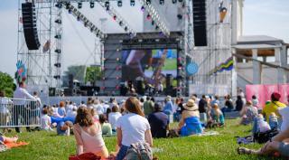 Menschen bei einem Konzert