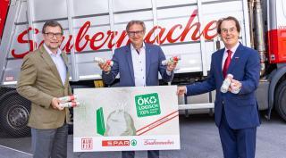v.l.n.r. Clemens Moritzer (Geschäftsführer von Alufix), Mag. Christoph Holzer, (Geschäftsführer SPAR Steiermark und Südburgenland) und Hans Roth (Sauermacher-Gründer) präsentieren den Öko-Restmüllsack. © SPAR Honorarfrei@Foto Krug