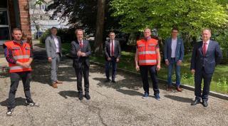 Hans Roth mit den Mitarbeitern von Moser Umwelttechnik